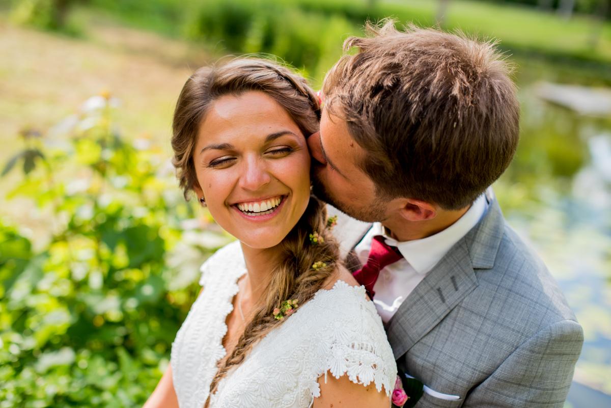 photos de couple marige bisous sur la joue arras